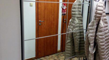 Шкафы и вешалки
